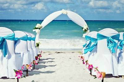 Wedding on beach by ocen